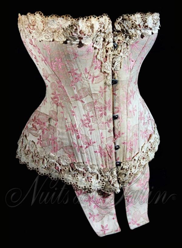 1903-Corset-broché-rose-Log