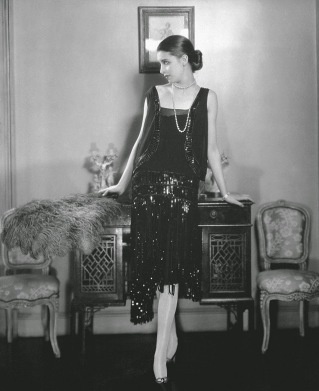 Une robe de cocktail Chanel, Vogue Mai 1926-by-edward-steichen