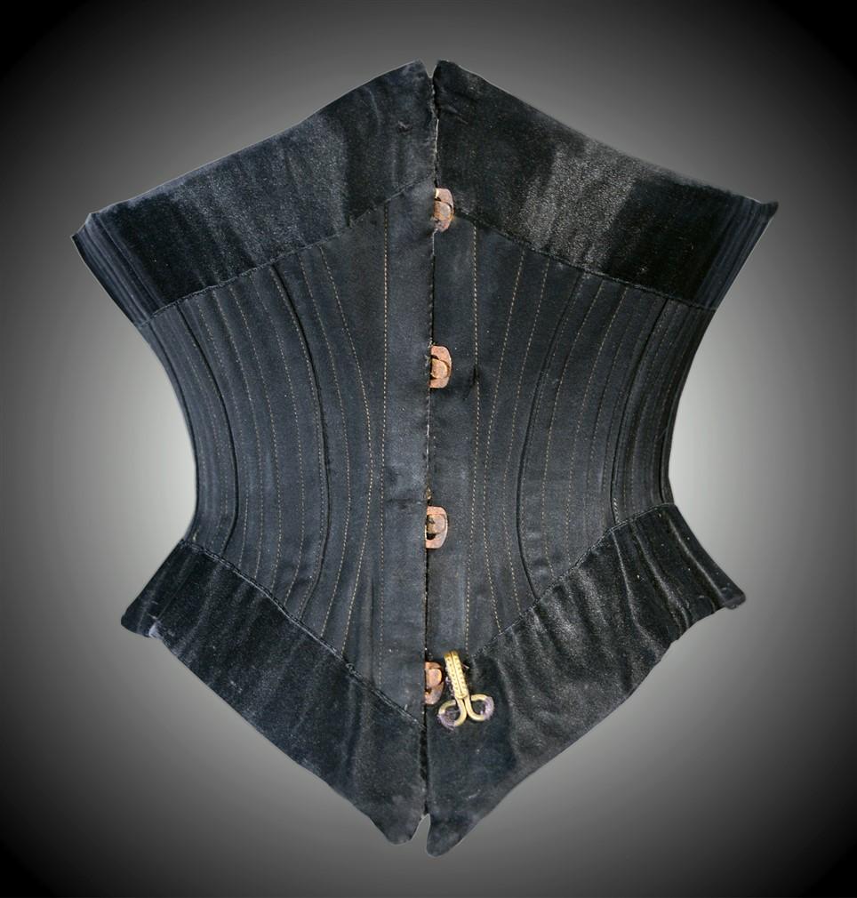 Corset court 19ème-corset nuits de satin