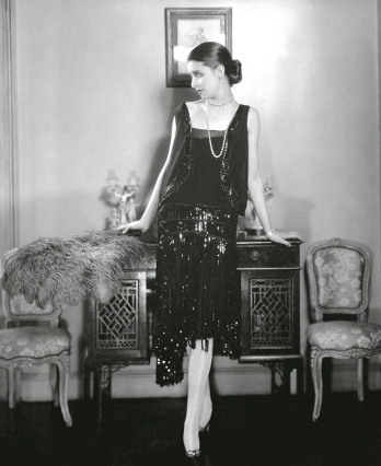 Une-robe-de-cocktail-Chanel,-Vogue-Mai-1926-by-edward-steichen