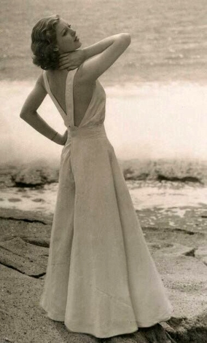 Loretta-Young-wearing-1930s-beach-pajamas
