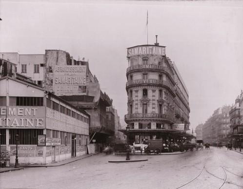 1870 1883, l'activité se développe dans le Magasin 1 constitué de plusieurs immeubles mitoyens qui, au fur et à mesure de leur acquisition, sont reconvertis en commerce.