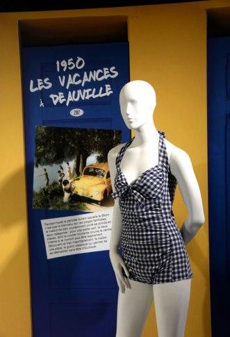 exposition-bikini-nuits-de-satin-1950-vacances-a-deauville-w