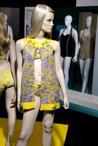 exposition-bikini-nuits-de-satin-1960-twist-a-st-tropez-wpa