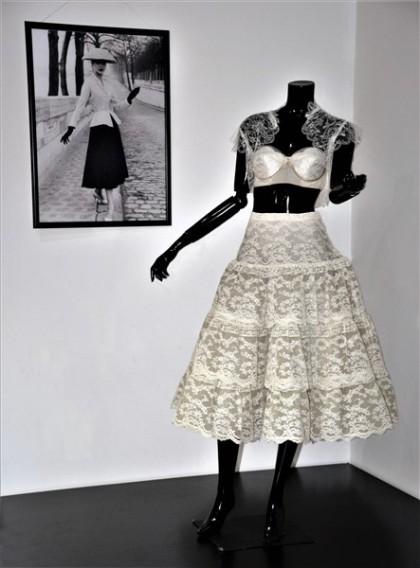 Nuits de Satin Shanghai Lingerie 1950 Dior New-Look