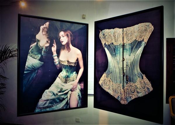 47-nuits-de-satin-shanghai-corset
