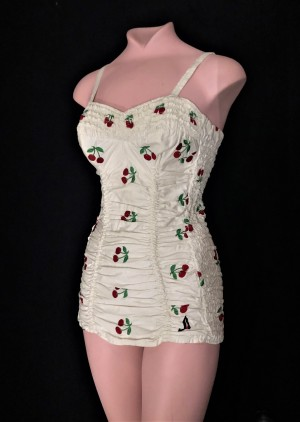jantzen-1950-swimsuit-with-cherries