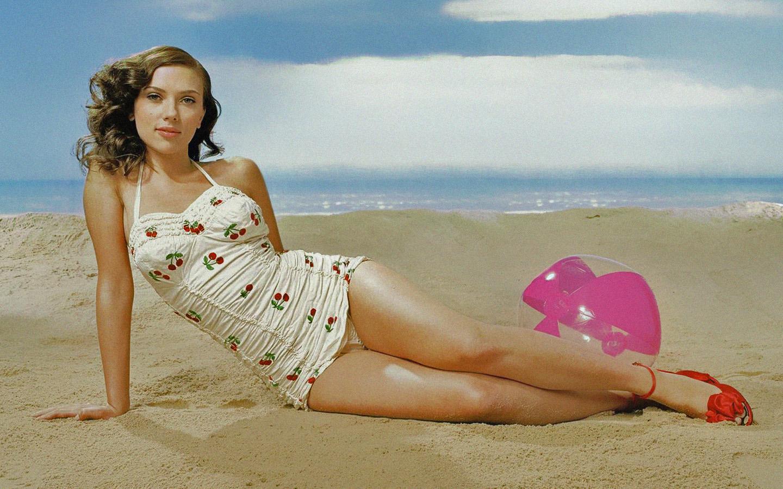 Scarlett Johansson-Jantzen swimsuit