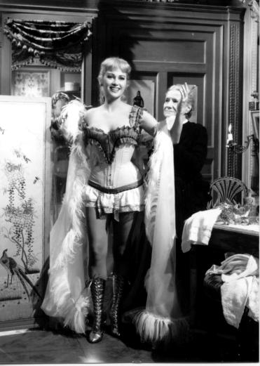 Martine Carol dans le film NANA en 1955-2 (2)