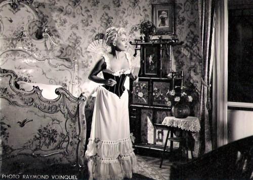 Martine Carol - Secrets D'alcôve - Film Jean Delannoy 1953 - Sketch Le Lit De La Pompadour 3