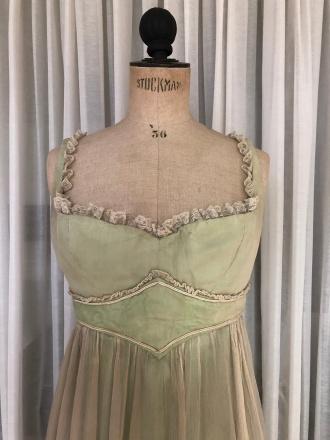 Robe de Martine Carol 1 -Un Caprice De Caroline Chérie