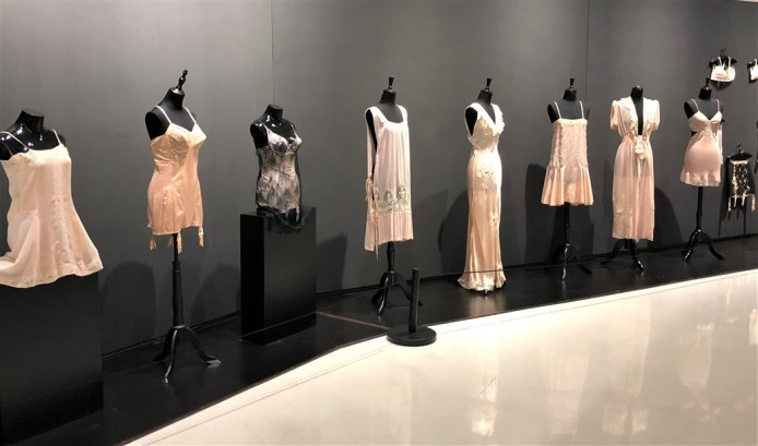 21 a Historical lingerie Exposition Chongquing